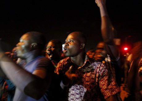 Des manifestants à Ouagadougou mercredi 16 septembre. Photo: REUTERS/Joe Penney
