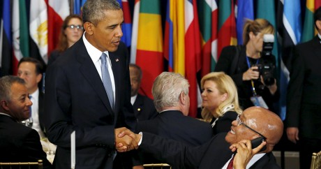 Barack Obama salue le président sud-africain Jacob Zuma, le 28 septembre à New York. Crédit photo: REUTERS/Kevin Lamarque