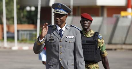 Le général Diendéré, auteur du coup d'Etat au Burkina, à l'aéroport de Ouagadougou le 23 septembre 2015. REUTERS/Joe Penney