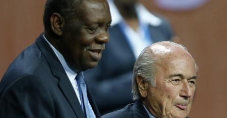 Issa Hayatou et Sepp Blatter à Zurich, le 29 mai 2015. REUTERS/Arnd Wiegmann