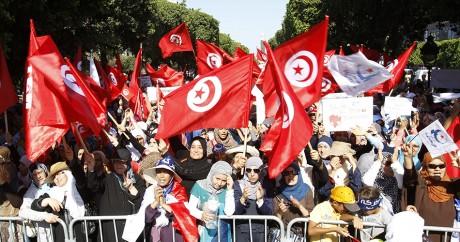 Des supporters du parti politique Ennahda, le 13 août 2013 à Tunis. REUTERS/Zoubeir Souissi