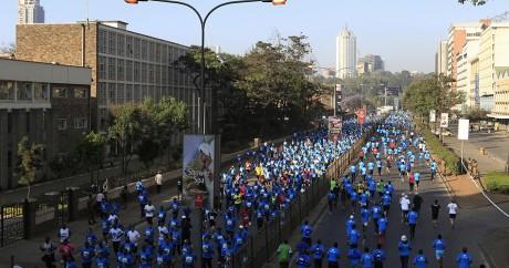 L'édition 2014 du Stanchart Nairobi Marathon, dans les rues de la capitale kényane. Photo: REUTERS/Noor Khamis