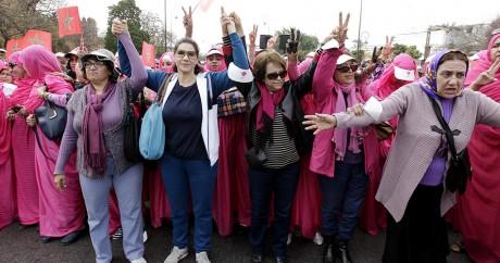 Un cortège de femmes marocaines à Rabat, le 8 mars 2015, lors de la journée internationale de la femme. Photo: REUTERS/Stringer