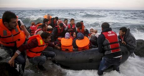 Des réfugiés syriens arrivent sur l'île grecque de Lesbos, le 27 octobre 2015. Crédit photo: REUTERS/Giorgos Moutafis