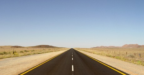 Road to Namibia. Crédit photo: Damien du Toit via Flickr. CC