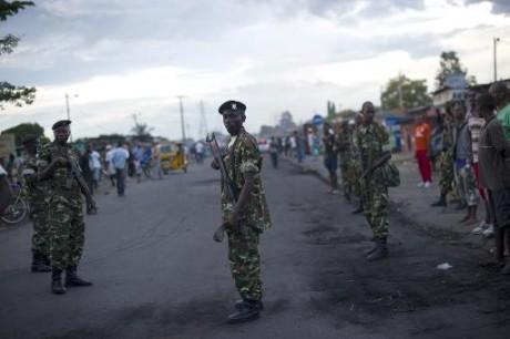 Des soldats dans une rue de Bujumbura, le 9 mai 2015  AFP/Archives PHIL MOORE