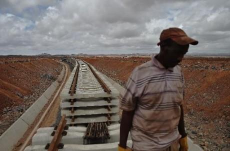 Travaux de la ligne ferroviaire reliant  Djibouti et l'Ethiopie, le 5 mai 2015 AFP/Archives CARL DE SOUZA