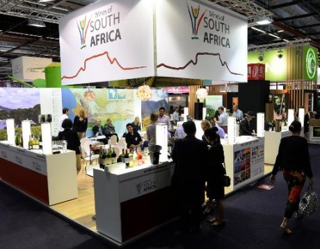Un stand de vins Sud-Africain au 18e salon international Vinexpo de Bordeaux, le 18 juin 2015. Photo AFP JEAN-PIERRE MULLER