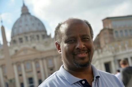 Le prêtre érythréen Mussie Zerai, cité pour le prix Nobel de la Paix, le 4 octobre 2015 au Vatican, à Rome AFP TIZIANA FABI