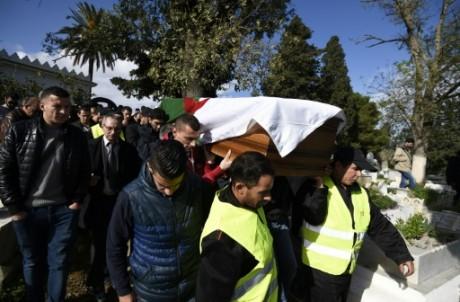 Enterrement de l'Algérien Sahbi Kheireddine, tué dans les attentats du 13 novembre à Paris, le 26 novembre à Alger. Photo AFP