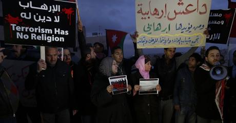 Rassemblement devant l'ambassade égyptienne en Jordanie en février 2015 après le massacre de 21 coptes. Crédit photo: REUTERS