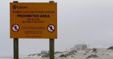 Un panneau signale la centrale de nucléaire de Koeberg en Afrique du Sud. Crédit photo: REUTERS/Mike Hutchings
