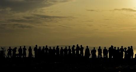 Une queue devant un bureau de vote jeudi 18 février à l'aube en Ouganda. Crédit photo: CARL DE SOUZA / AFP