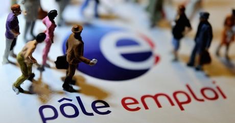 Une illustration avec des figurines de différents travailleurs sur le logo de Pôle emploi. Crédit photo: AFP/PHILIPPE HUGUEN