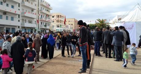 Des Tunisiens se recueillent le 17 décembre 2015 à Sidi Bouzid à l'occasion du 5e anniversaire de la mort de Bouazizi. Photo AFP