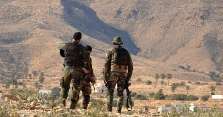 Des militaires tunisiens dans la région montagneuse de Tounine, le 2 février 2016. Crédit photo:FATHI NASRI / AFP