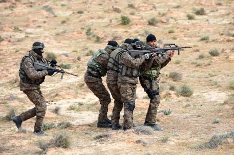 Des forces spéciales tunisiennes en exercice à la frontière libyenne, le 6 février 2016. Crédit photo: FETHI BELAID / AFP