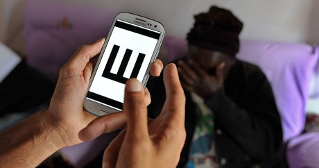 L'application Peek utilisée au Kenya. Crédit photo: TONY KARUMBA / AFP