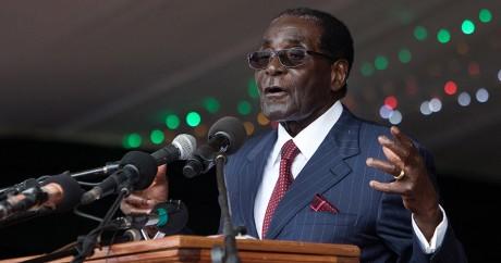 Robert Mugabe le 27 février 2016. Crédit photo: JEKESAI NJIKIZANA / AFP