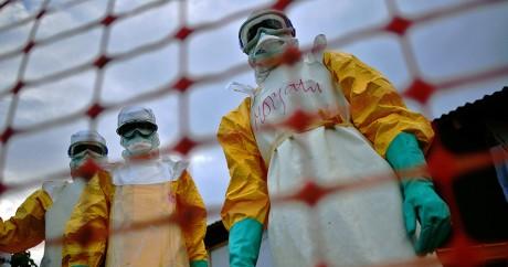 Le staff de Médecins sans frontières le 14 août 2014, en pleine épidémie. Crédit photo: CARL DE SOUZA / AFP