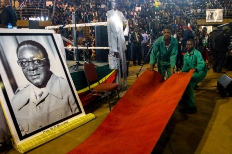 Préparation d'un meeting de Robert Mugabe, le 7 avril à Harare. Crédit photo: JEKESAI NJIKIZANA / AFP