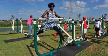 Un parc sportif construit à Soweto par le gouvernement sud-africain. Crédit photo: ALEXANDER JOE / AFP