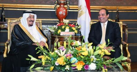 Le président égyptien Al-Sissi en compagnie du roi d'Arabie Saoudite, le 9 avril 2016. Crédit photo: STRINGER / AFP