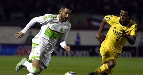 Le joueur algérien Riyad Mahrez sous les couleurs de l'Algérie, le 23 mars 2016. Crédit photo: Farouk Batiche / AFP