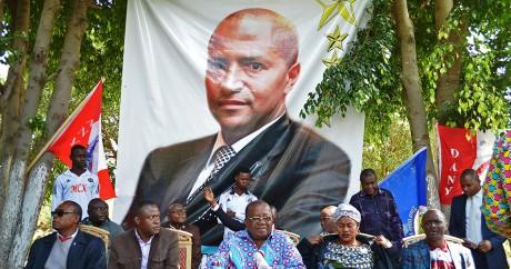 Une affiche à l'effigie de Moïse Katumbi, le 20 mai 2016 à Lumbumbashi. GUILLAUME KAZADI / AFP