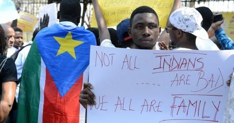 Une manifestation d'étudiants africains victimes de racisme en Inde, le 6 février 2016 à Hyderabad. NOAH SEELAM / AFP