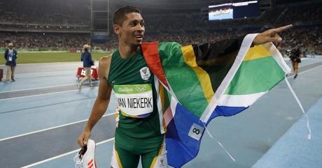 Wayde van Niekerk, le 14 août 2016, à Rio. Adrian DENNIS / AFP