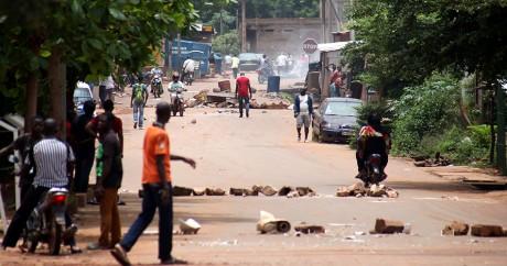 Des manifestants dans les rues de Bamako le 17 août 2016. HABIBOU KOUYATE / AFP