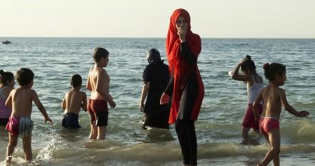 Sur la plage d'Alger, le 3 août 2016. Ryad Kramdi / AFP