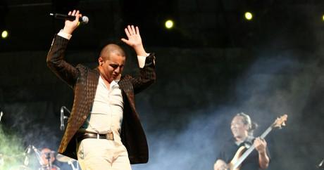 Le chanteur de raï franco-algérien Faudel, le 21 juillet 2008 lors d'un concert à Damas. LOUAI BESHARA LOUAI BESHARA / AFP