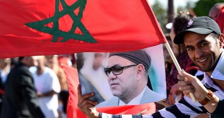 Une affiche à l'effigie de Mohammed VI lors d'un déplacement à Tunis, le 30 mai 2014. FETHI BELAID / AFP