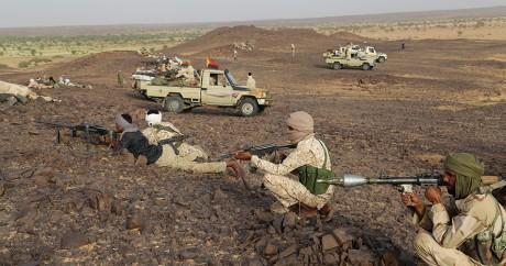 Des miliciens touaregs du Mouvement de coordination de l'Azawad, le 28 septemnre 2016 près de Kidal. STRINGER / AFP