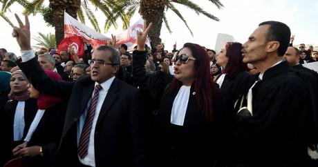 Des avocats manifestent le 23 novembre 2016 à Tunis. FETHI BELAID / AFP