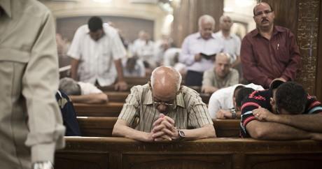 Des coptes lors d'une messe au Caire, le 16 mai 2014. VIRGINIE NGUYEN HOANG / AFP