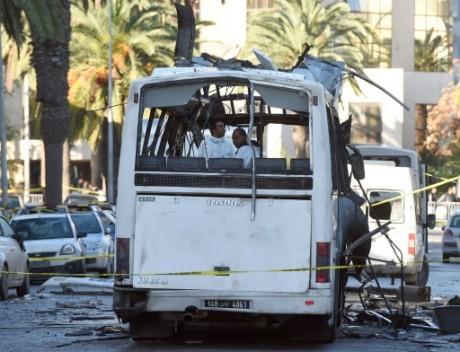 L'explosion d'un bus de la garde présidentielle a provoqué la mort de 12 personnes le 26 novembre 2015. Photo: AFP/Fethi Belaid