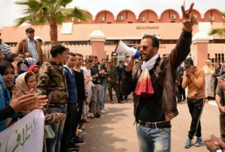 Des Marocains manifestent en marge d'un procès homosexuel le 4 avril 2016. Crédit photo: AFP/Sadel Senna
