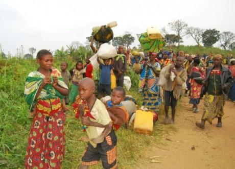 Des familles fuient les violences ethniques dans le Nord-Kivu, le 10 février 2016. AFP/Mahamba