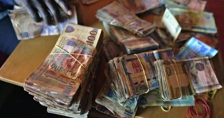 Des liasses de Dalasi, la monnaie nationale gambienne, le 23 janvier 2017. CARL DE SOUZA / AFP