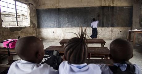 Des élèves dans une école à Kinshasa, le 7 septembre 2016. JUNIOR KANNAH / AFP