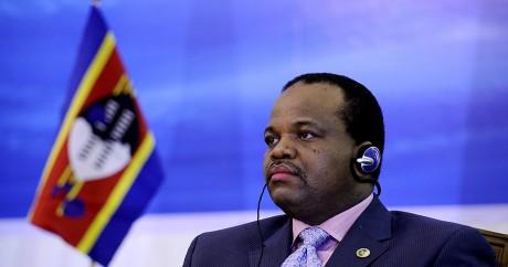 Le roi du Swaziland, Mswati III, le 17 août 2011 à Luanda en Angola. STEPHANE DE SAKUTIN / AFP