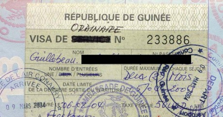 Un passeport guinéen. Crédit photo: Chris Guillebeau via Flickr. CC BY-NC