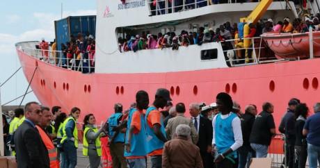 Le bateau Aquarius avec des migrants à bord. Salerne. Italie. 26 mai 2017. Carlo Hermann / AFP