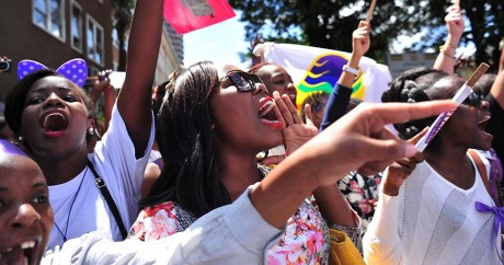 Des manifestantes défilent contre les violences faites aux femmes, le 17 novembre 2014 à Nairobi. SIMON MAINA / AFP