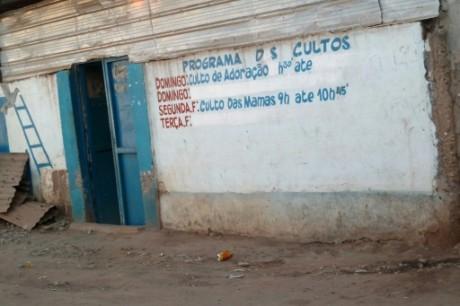 Une ancienne épicerie transformée en église, à Luanda, en Angola, le 9 décembre 2016 AFP Daniel FREDERICO