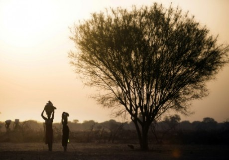 Une femme et sa fille à un centre d'aide humanitaire à Ngop au Soudan du Sud, le 10 mars 2017. AFP/Farran