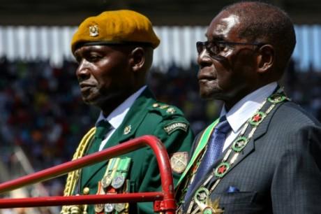 Robert Mugabe, âgé de 93 ans, le 18 avril 2016 à Harare. AFP/Jekesai Njikizana.
